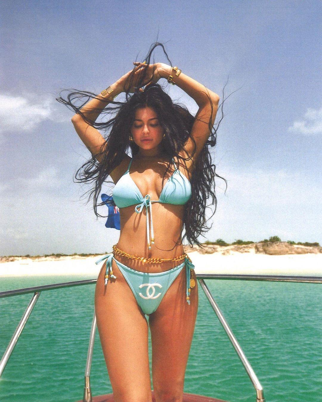 Khoe hết cỡ body gái một con trông mòn con mắt, sắc vóc và thần thái của Kylie Jenner đã đạt đến ngưỡng đỉnh cao - Ảnh 2.