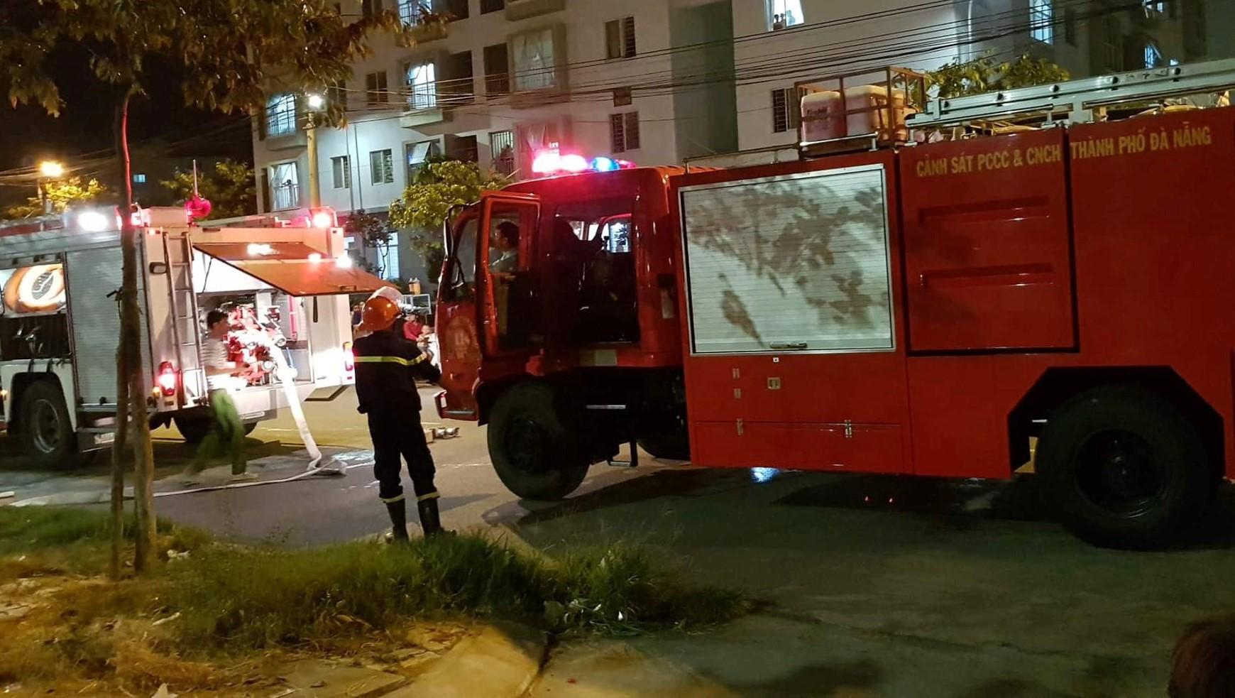 Thắp hương cúng rằm làm cháy chung cư ở Đà Nẵng, nhiều người tháo chạy trong đêm - Ảnh 3.