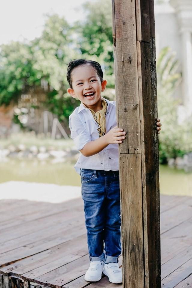 Không chỉ nhảy giỏi, con trai nhà Khánh Thi khiến bao người tan chảy bởi loạt biểu cảm chuẩn soái ca nhí - Ảnh 1.