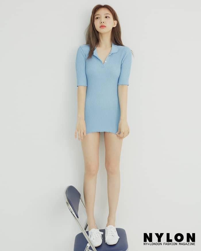 """Stylist của Twice bị chỉ trích vì để Nayeon diện áo thay váy như """"mặc áo không mặc quần"""" - Ảnh 2."""