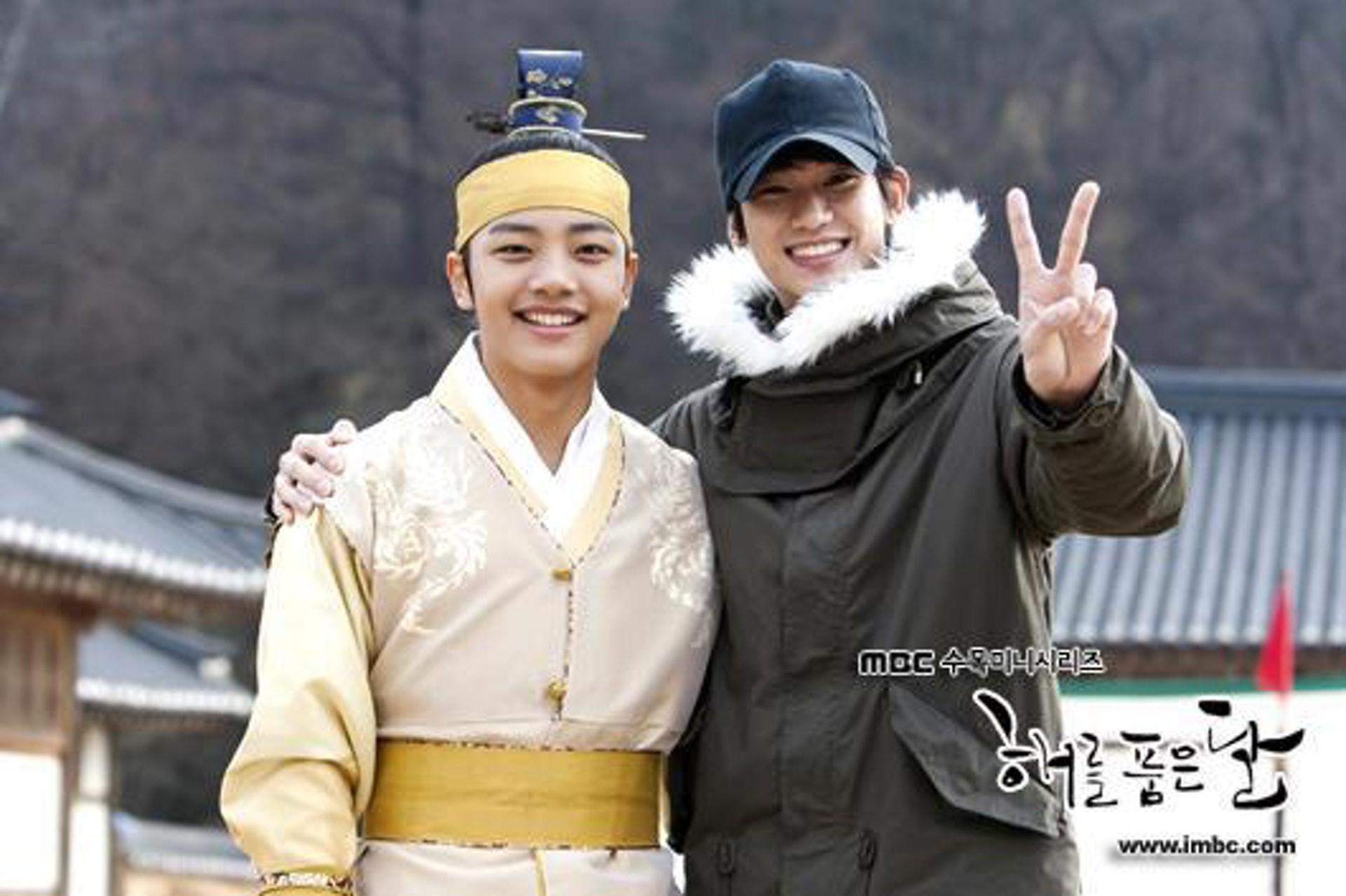 Kim Soo Hyun tặng CEO khách sạn ma IU nguyên xe cafe: Fan đòi cameo đi anh ơi làm ma ám cũng được! - Ảnh 12.