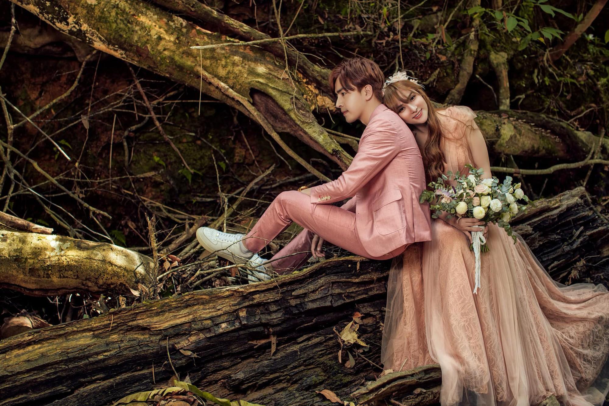 Trọn vẹn lễ Vu quy của ca sĩ Thu Thủy: Cô dâu e ấp bên bạn đời kém 10 tuổi, hạnh phúc nhận lời chúc của hai bên gia đình - Ảnh 4.