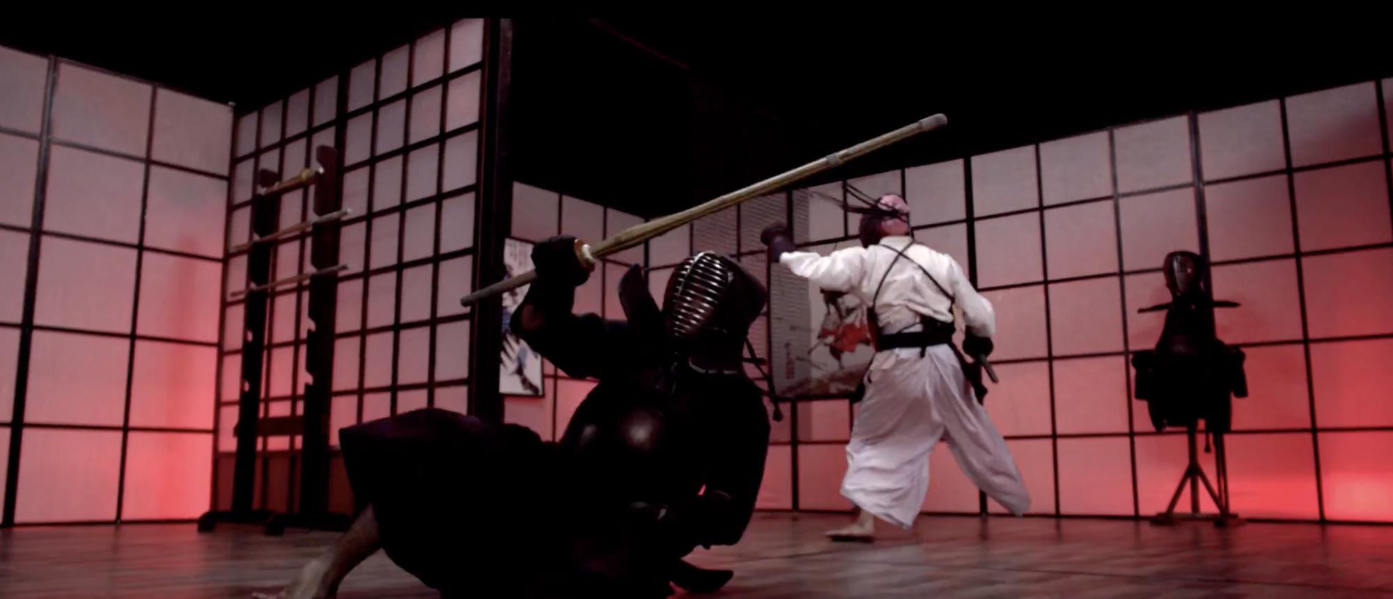 B Trần và Harry Lu lộ clip đấu kiếm kendo đẹp mãn nhãn ở Thật Tuyệt Vời Khi Ở Bên Em - Ảnh 11.