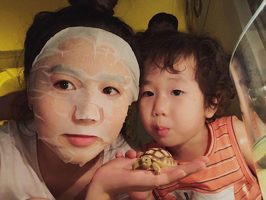 Cùng hóng bí kíp chăm da đẹp như gái Hàn của loạt hot mom Việt đình đám - Ảnh 7.