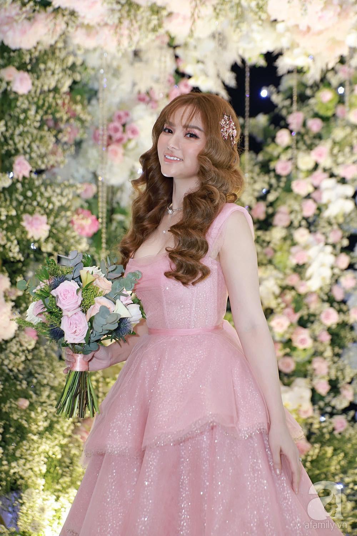Cô dâu Thu Thủy chọn váy màu hồng của NTK Việt, tiết lộ đây cũng là người thiết kế váy cưới cho Đàm Thu Trang - Ảnh 3.
