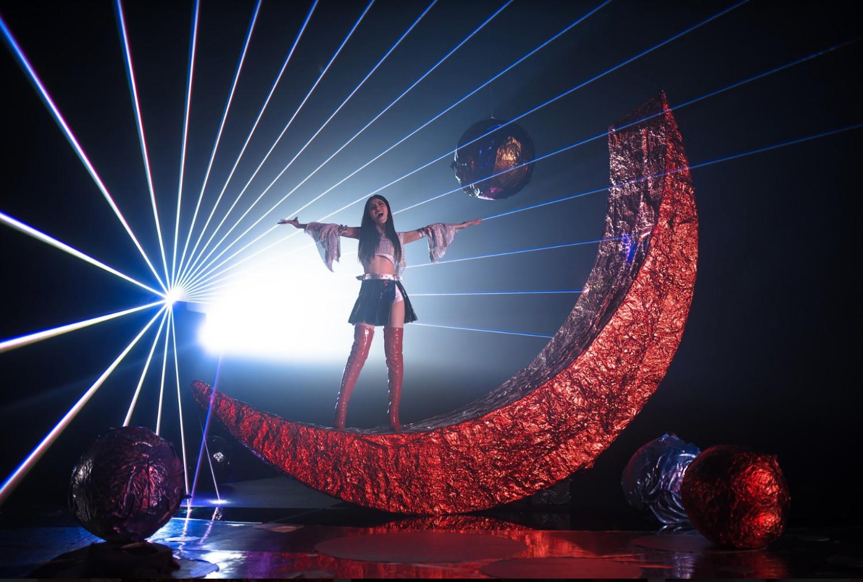 """Quán quân The Voice - Trần Ngọc Ánh cách điệu hình ảnh """"thủy thủ mặt trăng"""" hóa thân vào MV mới - Ảnh 4."""