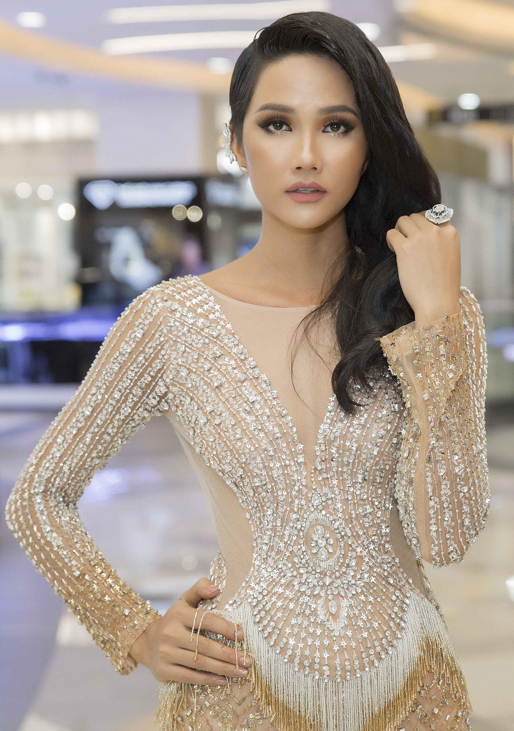 Hành trình nhan sắc và khối tài sản không phải dạng vừa của dàn Hoa hậu đình đám - Ảnh 7.