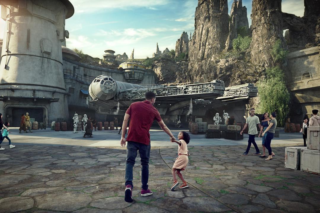 """Bất ngờ trước cảnh tượng """"vắng như chùa bà đanh"""" của công viên Disneyland nổi tiếng thế giới, nguyên nhân do đâu? - Ảnh 10."""