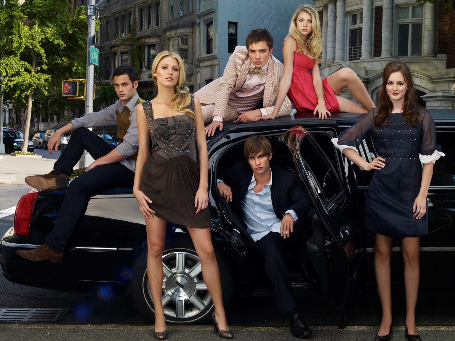 Gossip Girl sẽ trở lại với phần hậu truyện, hội bà tám thế hệ 4.0 hứa hẹn sẽ còn mồm mép hơn nữa! - Ảnh 2.