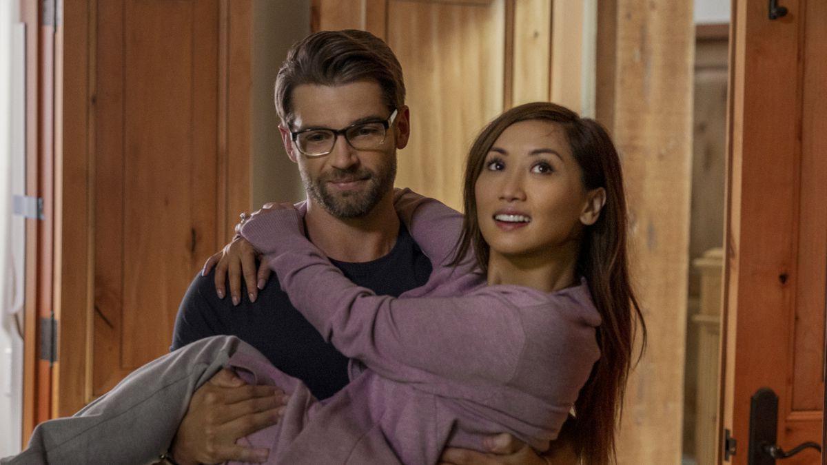 """""""Secret Obsession"""": Bị gã cuồng tình theo đuổi ghê rợn như Brenda Song thì thà """"ế"""" cả đời còn hơn! - Ảnh 2."""