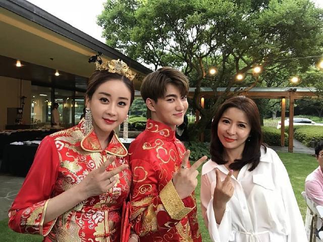 Nhan sắc của các người đẹp châu Á lấy chồng đáng tuổi cháu - Ảnh 8.
