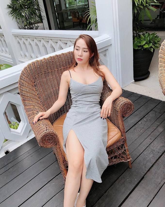 Bức ảnh Nhã trên phim so với ngoài đời: Cùng 1 con người, 1 chiếc váy mà khác nhau trời vực thế này? - Ảnh 2.