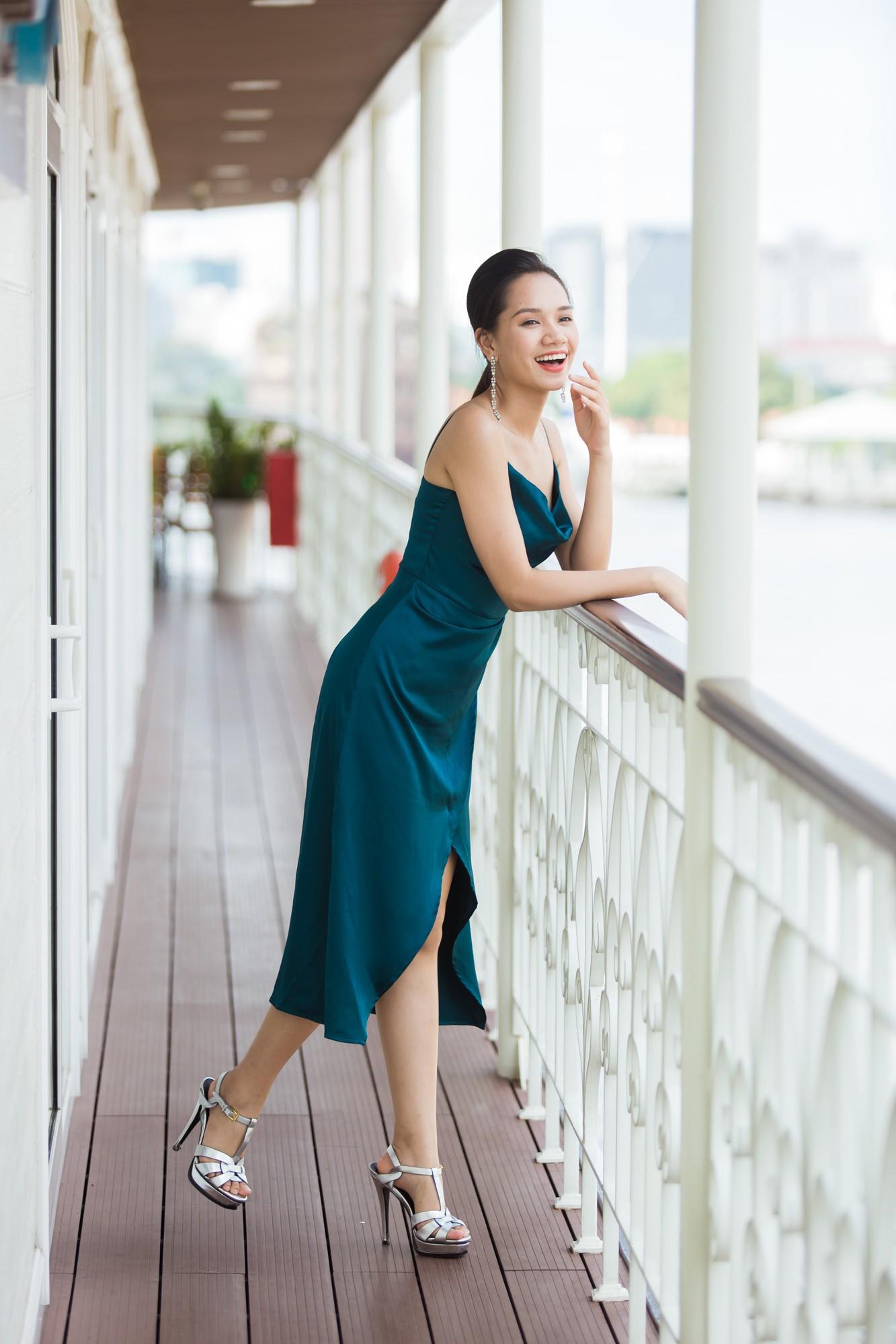 Từ cô Hoa hậu bị hoài nghi, Tiểu Vy hôm nay đứng trước Top thí sinh Miss World đầy bản lĩnh và thần thái - Ảnh 15.