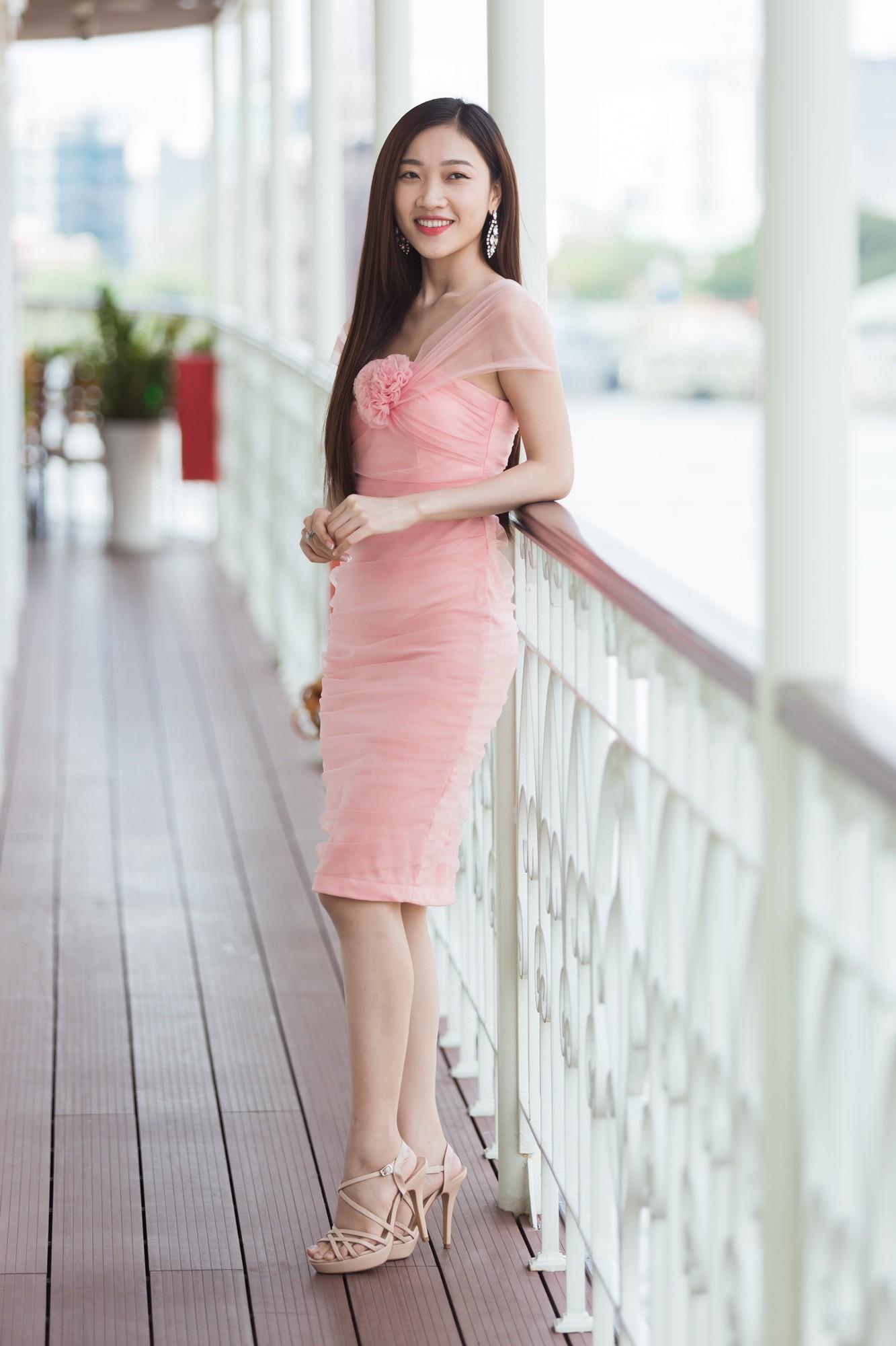 Từ cô Hoa hậu bị hoài nghi, Tiểu Vy hôm nay đứng trước Top thí sinh Miss World đầy bản lĩnh và thần thái - Ảnh 12.