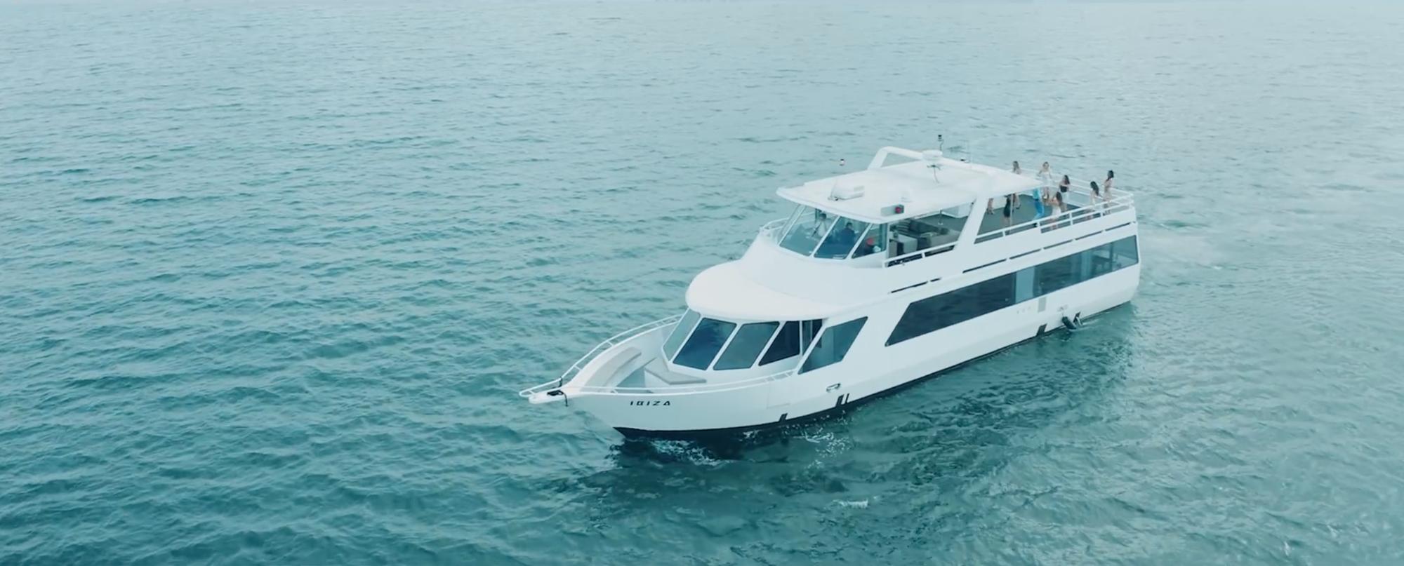 Sự thật về cruising trawler - du thuyền đánh cá bị chê là quê trong MV mới của Sơn Tùng M-TP - Ảnh 2.