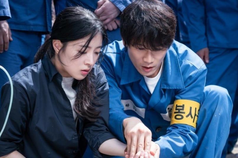 Ji Sung khiến các thánh khẩu nghiệp Hàn trầm trồ trước diễn xuất quá đỉnh: Anh ấy rất đẹp trai, đôi mắt thật điên dại! - Ảnh 3.