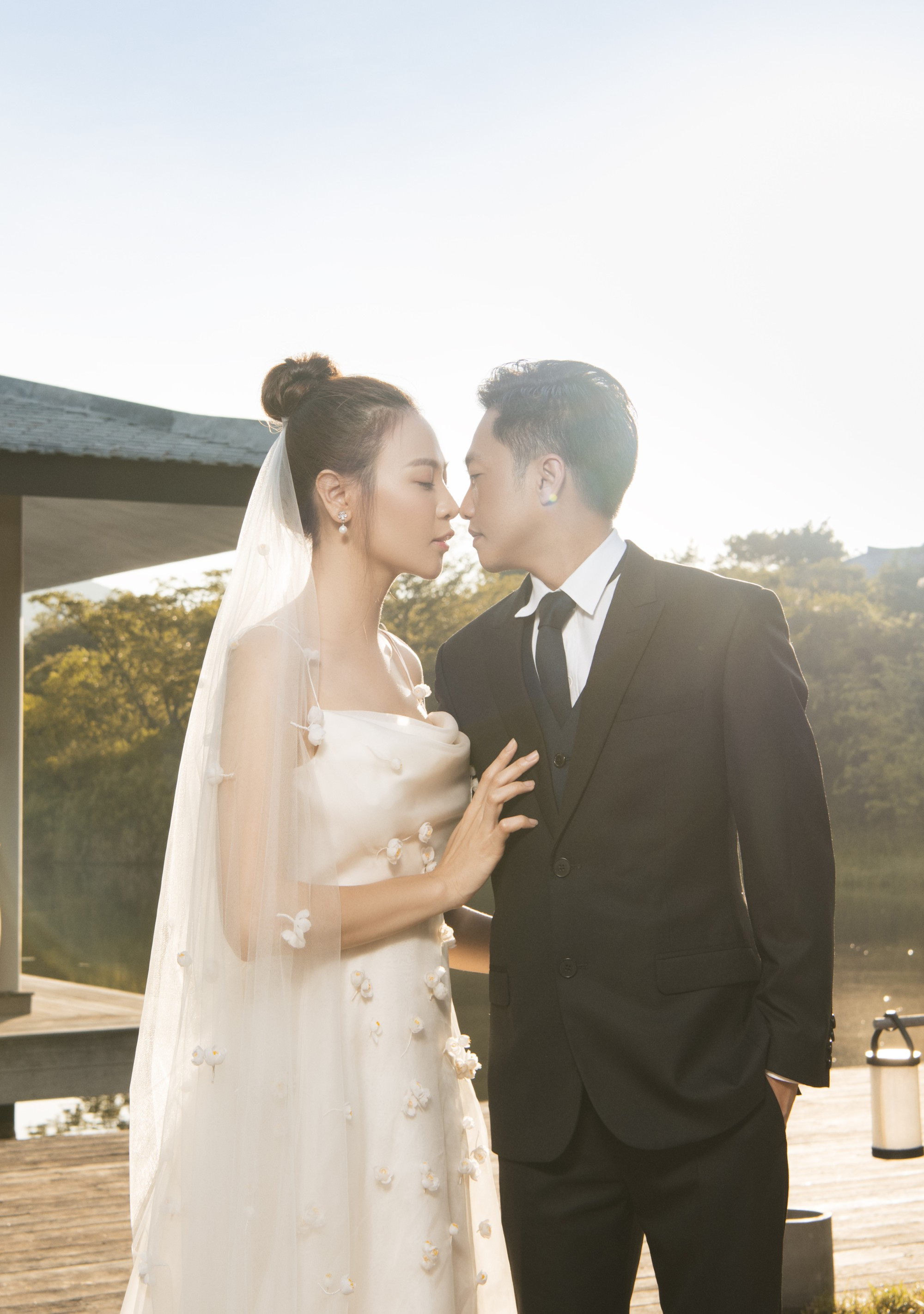 Hé lộ thêm ảnh cưới của Đàm Thu Trang và Cường Đô La trước ngày trọng đại: Quá ngọt, cô dâu thay tới 8 trang phục khác nhau - Ảnh 7.