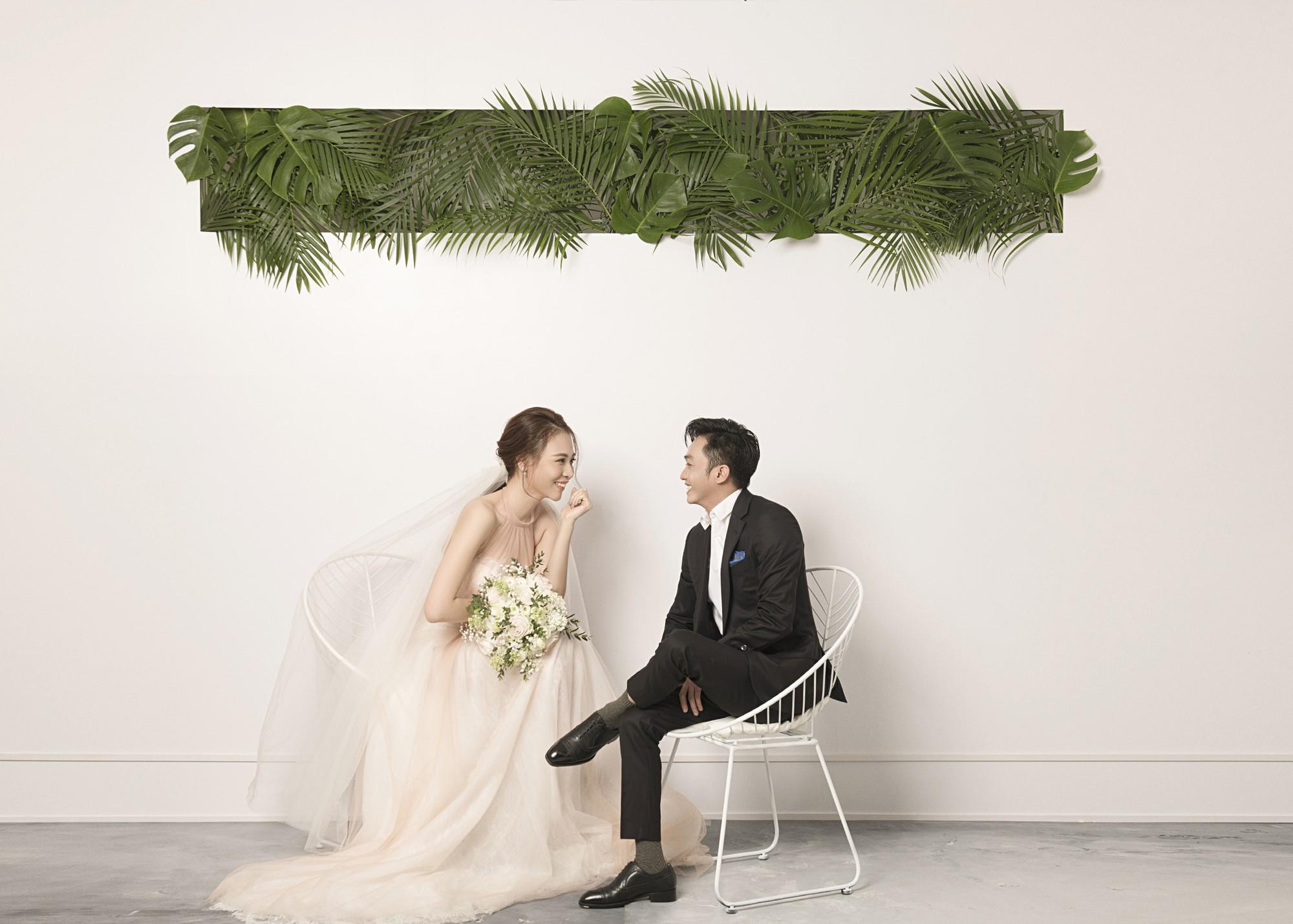 Hé lộ thêm ảnh cưới của Đàm Thu Trang và Cường Đô La trước ngày trọng đại: Quá ngọt, cô dâu thay tới 8 trang phục khác nhau - Ảnh 2.