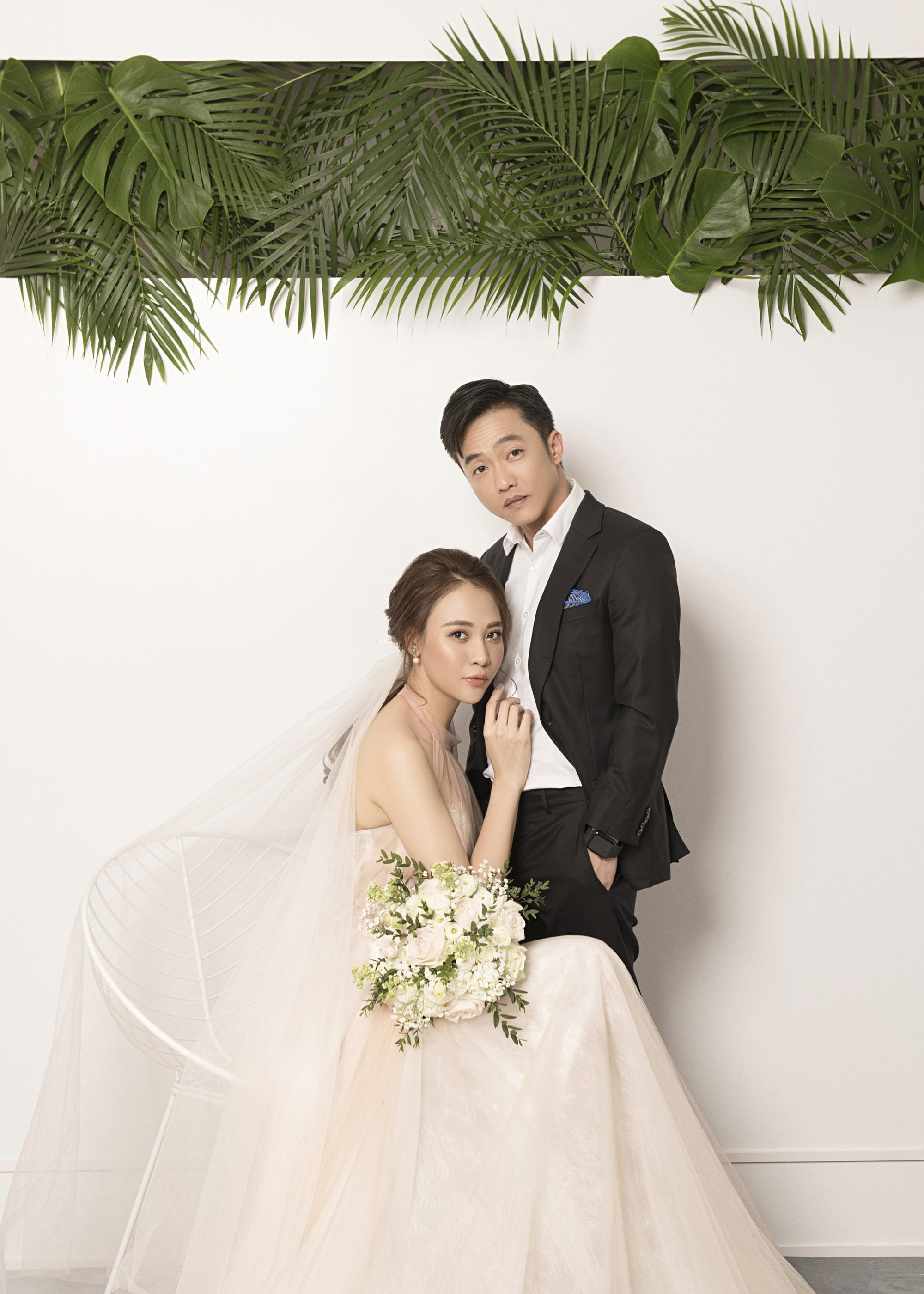 Hé lộ thêm ảnh cưới của Đàm Thu Trang và Cường Đô La trước ngày trọng đại: Quá ngọt, cô dâu thay tới 8 trang phục khác nhau - Ảnh 1.