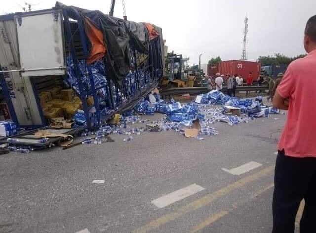 Ảnh: Hiện trường đầy ám ảnh vụ tai nạn khiến ít nhất 6 người tử vong tại Hải Dương - Ảnh 1.