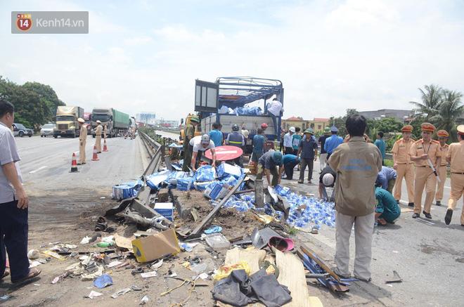 Giây phút kinh hoàng khi xe tải lật đè nhóm người đứng xem tai nạn: Các nạn nhân chỉ kịp hét lên vài tiếng là bị đè chết, hãi hùng lắm - Ảnh 4.