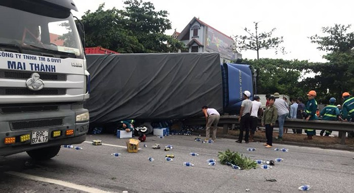 Chủ tịch Hội Nông dân xã tử vong trong vụ tai nạn kép khiến 6 người chết ở Hải Dương - Ảnh 1.