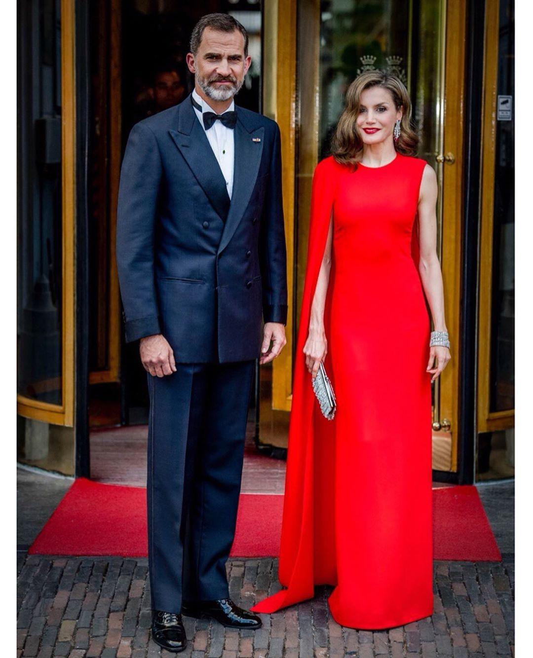 Sở hữu cánh tay săn chắc lực điền nhưng Hoàng hậu Tây Ban Nha lại được khen ngợi hết lời khi diện váy áo sát nách - Ảnh 8.