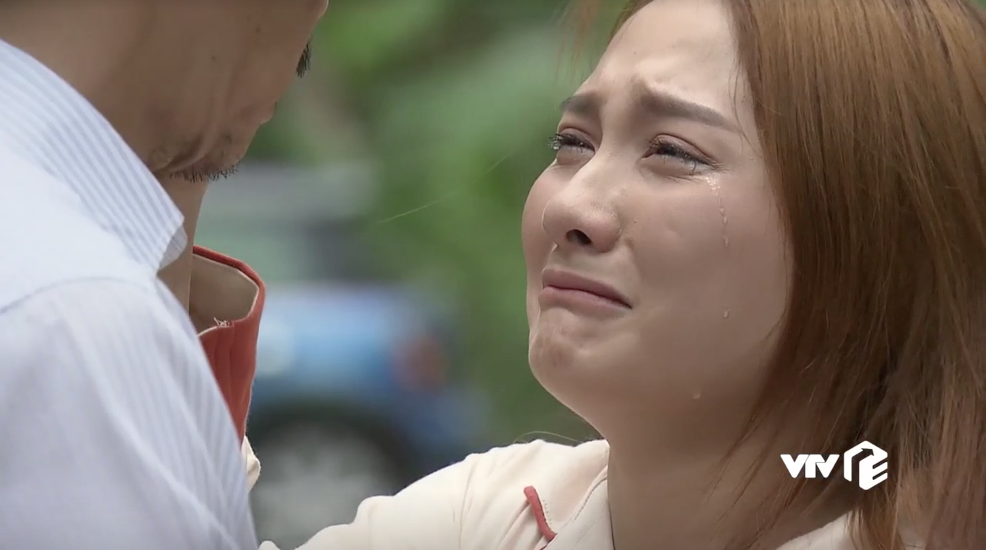 Nhìn Bảo Thanh khóc thật đau nhưng ai cũng mong cô tẩy trang đi vì phấn dày bờ cả lên rồi - Ảnh 2.