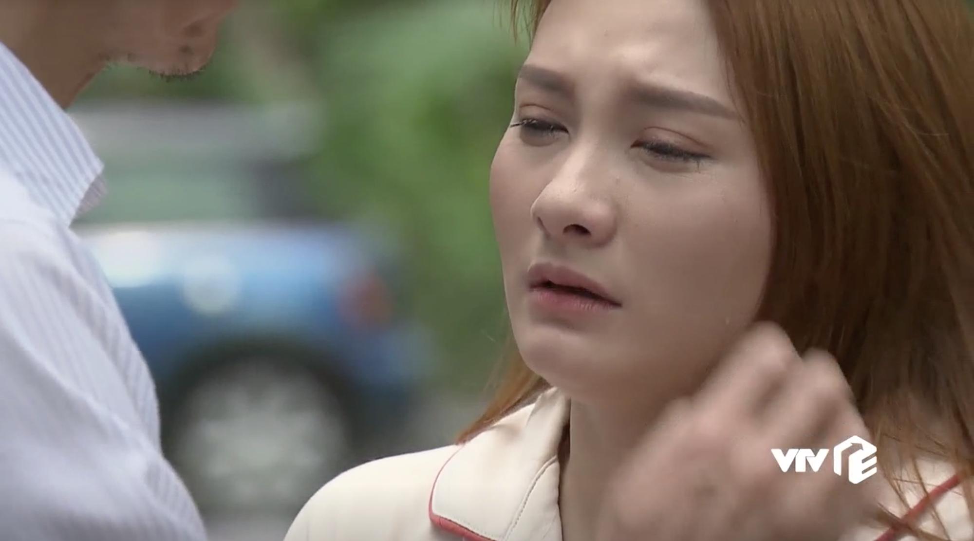 Nhìn Bảo Thanh khóc thật đau nhưng ai cũng mong cô tẩy trang đi vì phấn dày bờ cả lên rồi - Ảnh 3.