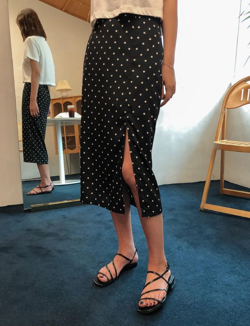 Không phải váy và loại giày nào cũng ăn ý với nhau, nhưng bạn diện 4 công thức sau thì dứt khoát đẹp - Ảnh 2.