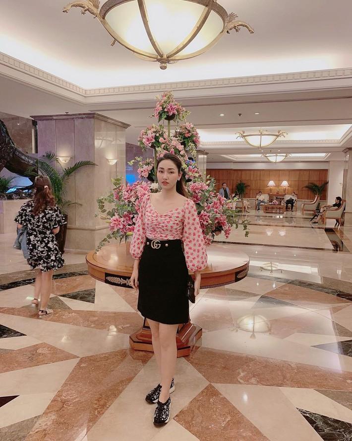 Street style sao: Quỳnh búp bê diện áo khoét cả mảng lưng, Bảo Thanh hack tuổi trẻ như nữ sinh với tóc tết 2 bên - Ảnh 18.