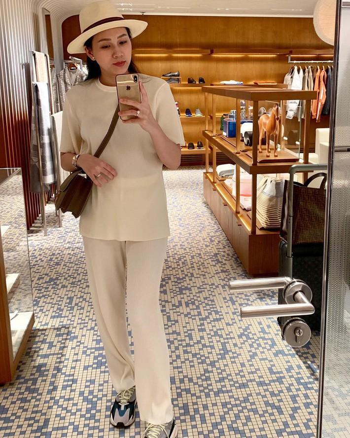Street style sao: Quỳnh búp bê diện áo khoét cả mảng lưng, Bảo Thanh hack tuổi trẻ như nữ sinh với tóc tết 2 bên - Ảnh 19.