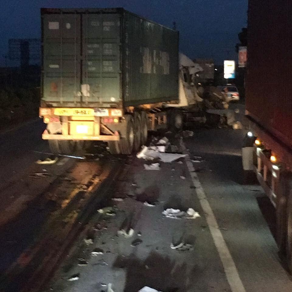Hải Dương: Lại xảy ra tai nạn trên Quốc lộ 5, ùn tắc kéo dài hàng giờ - Ảnh 2.