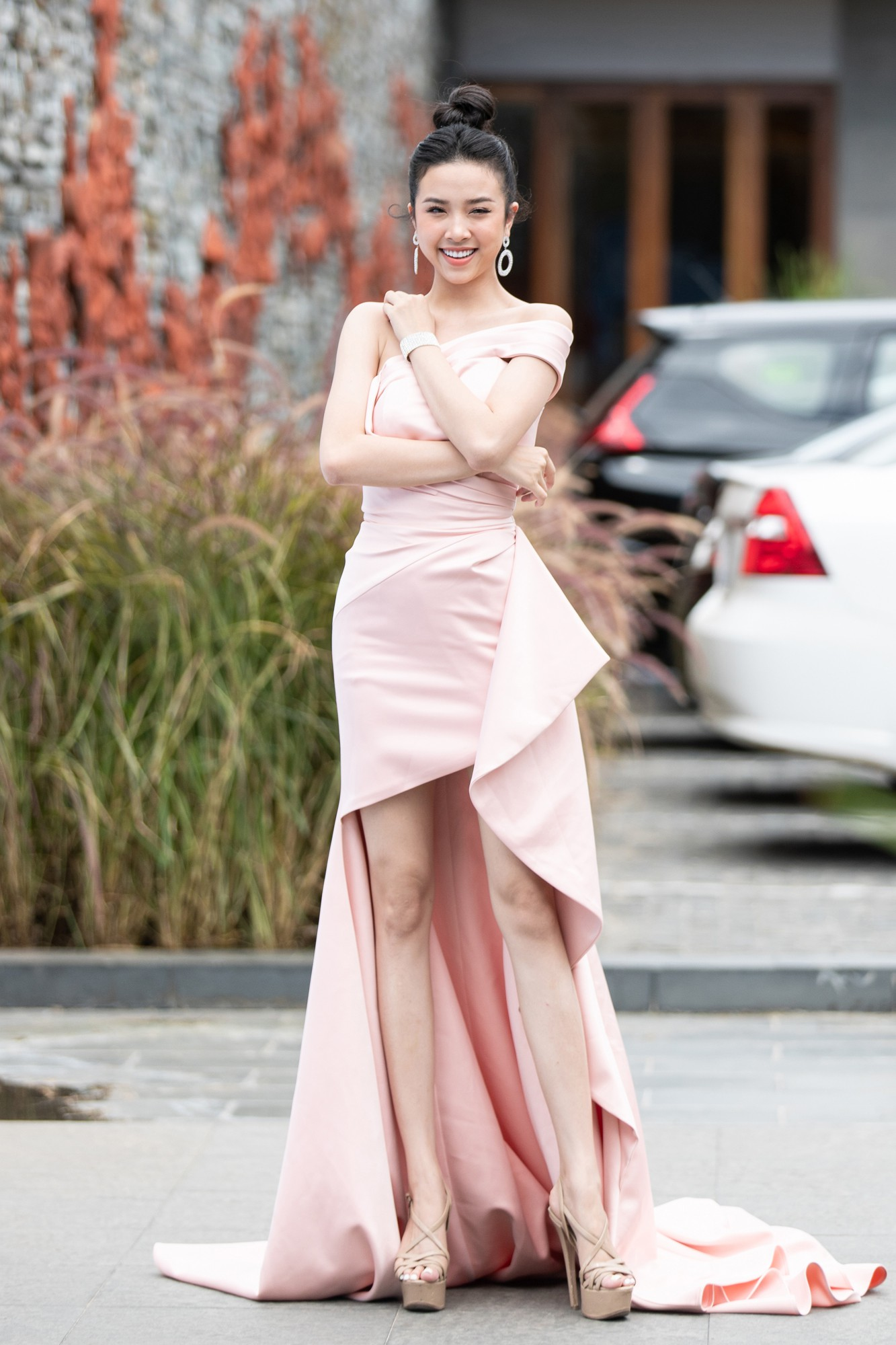 Họp báo chung kết Miss World Việt Nam 2019: Mỹ Linh - Tiểu Vy rạng rỡ đọ sắc, công bố cận cảnh vương miện 3 tỷ đồng - Ảnh 6.