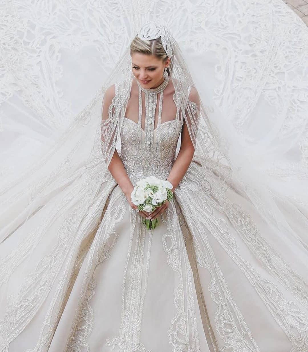 Không hổ danh con dâu nhà mốt Elie Saab: Được bố chồng dành tận 4 chiếc váy cưới Haute Couture, 1 trong số đó độc bản tráng lệ - Ảnh 5.