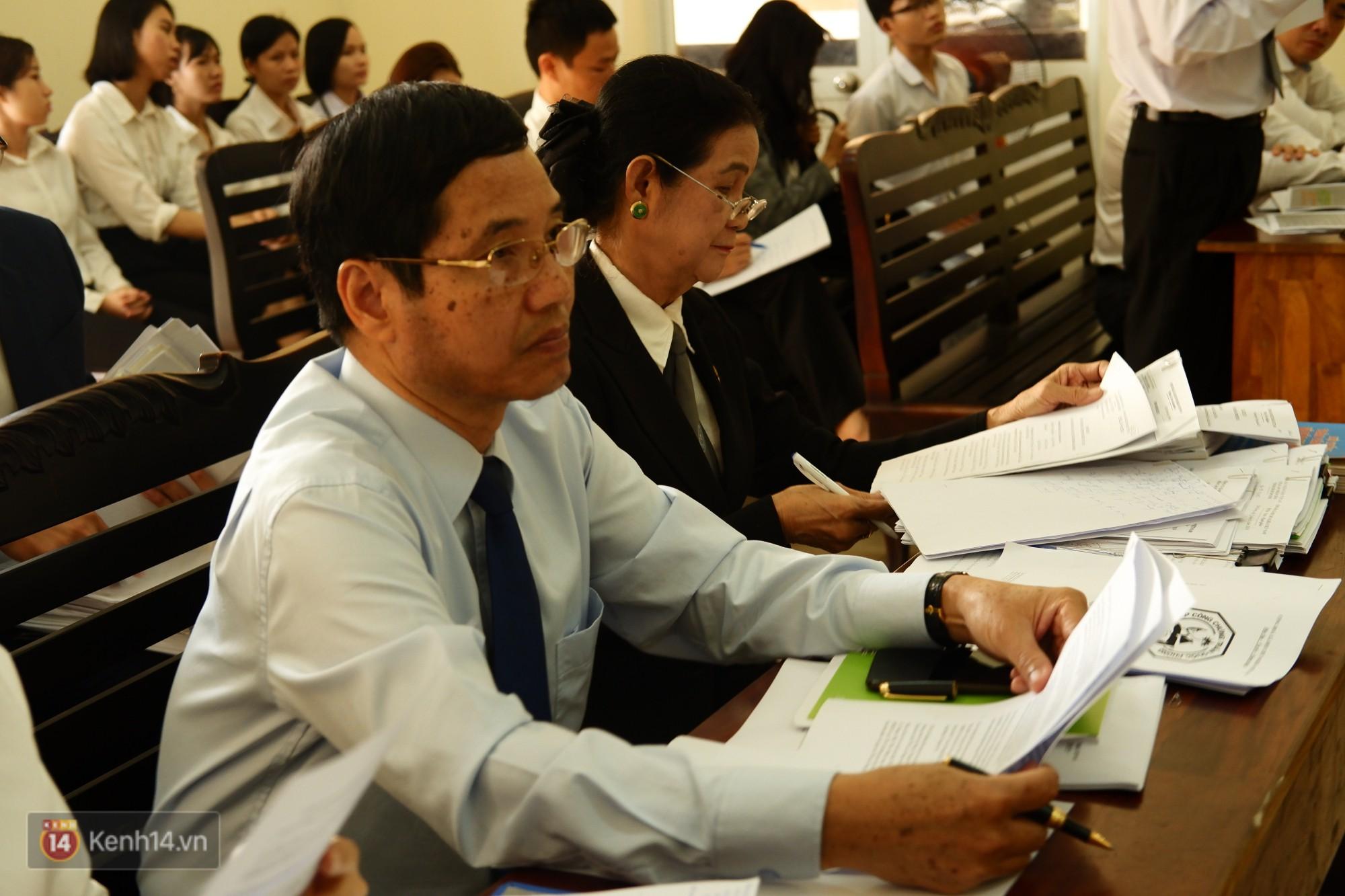 Ông Đặng Lê Nguyên Vũ và bà Diệp Thảo vắng mặt trong phiên họp giải quyết tranh chấp quyền đại diện công ty hoà tan Trung Nguyên - Ảnh 1.