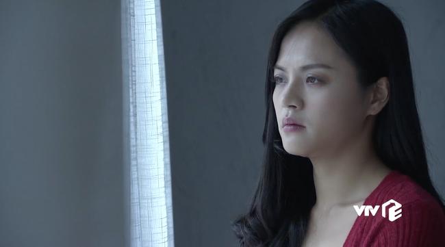 Hình ảnh hé lộ ông Quốc sắp hôn chị Huệ đến nơi mà tất cả những gì Thu Quỳnh quan tâm chỉ là... cái nọng cằm - Ảnh 4.