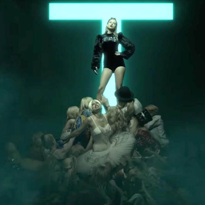 """Phải chăng Taylor Swift từng ám chỉ việc bị tước đoạt gia tài âm nhạc ngay từ album """"reputation""""? - Ảnh 2."""