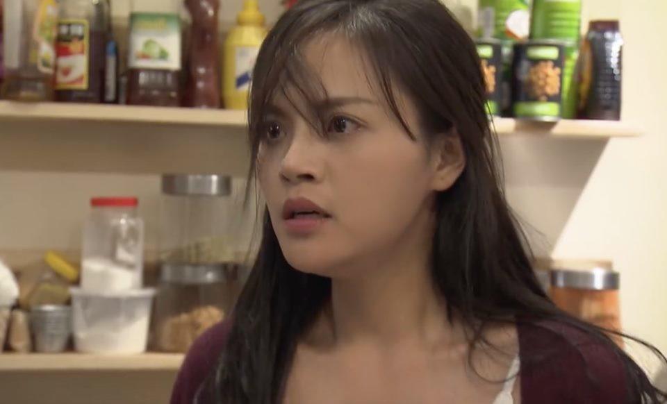 Hình ảnh hé lộ ông Quốc sắp hôn chị Huệ đến nơi mà tất cả những gì Thu Quỳnh quan tâm chỉ là... cái nọng cằm - Ảnh 5.
