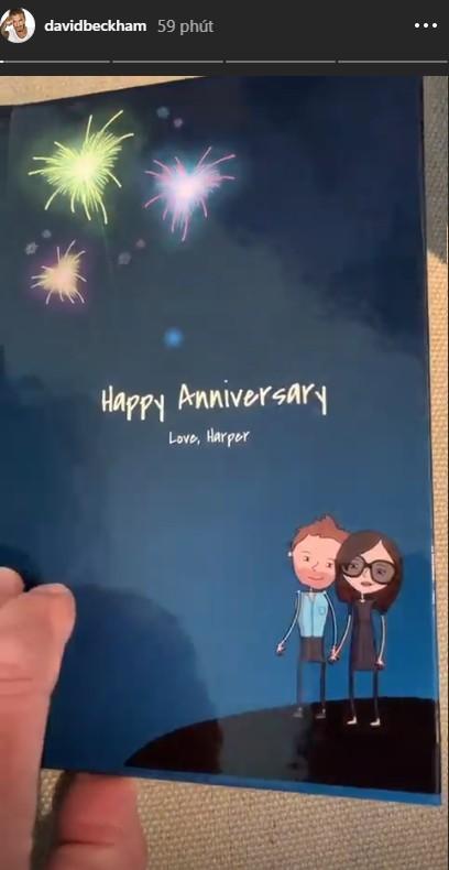Cả gia đình chúc mừng kỷ niệm 20 năm ngày cưới Beckham - Victoria, Brooklyn gây chú ý nhưng không bằng Harper - Ảnh 6.