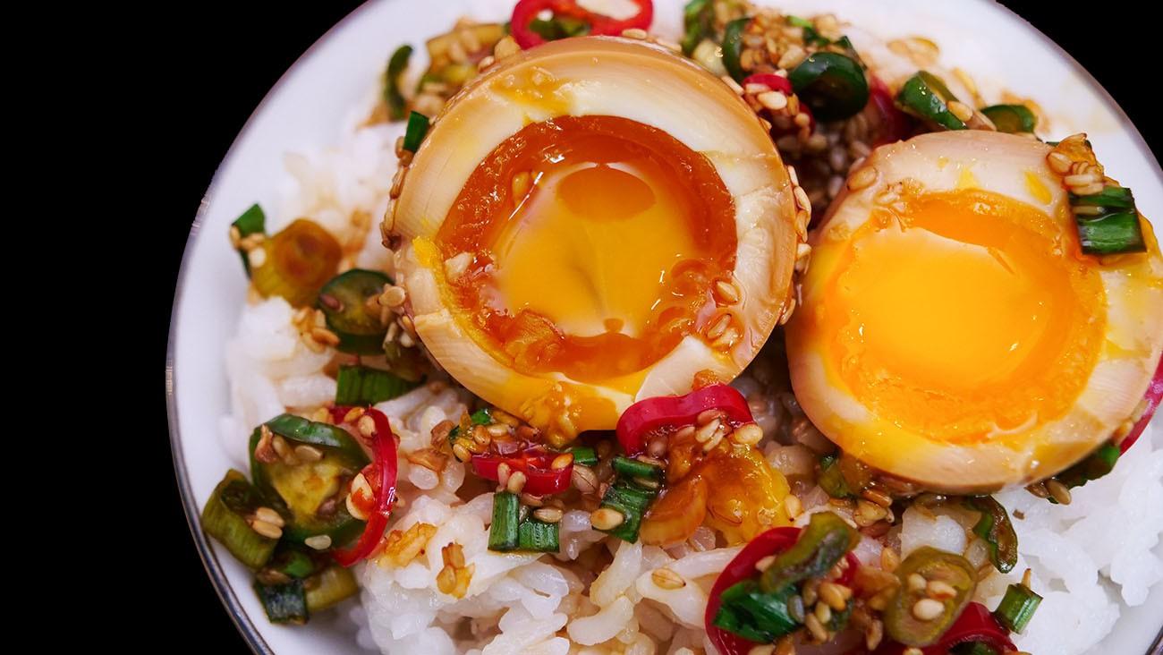 Lạ kỳ món trứng gây nghiện đến mức có cái tên là trứng thuốc phiện ở Hàn Quốc - Ảnh 1.