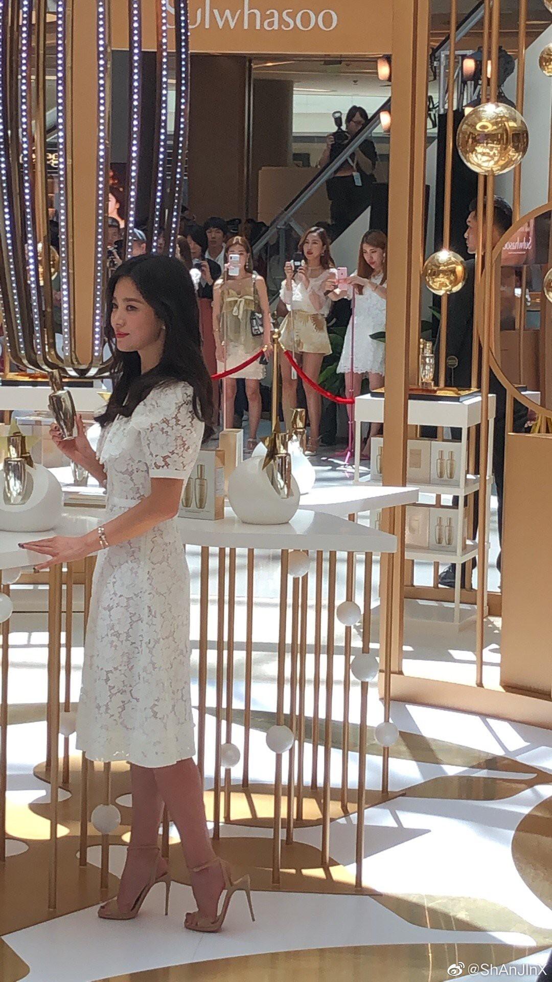 HOT: Song Hye Kyo lần đầu lộ diện sau vụ ly hôn ngàn tỷ, nhan sắc cực phẩm nhưng lại tiều tụy đến xót xa - Ảnh 17.