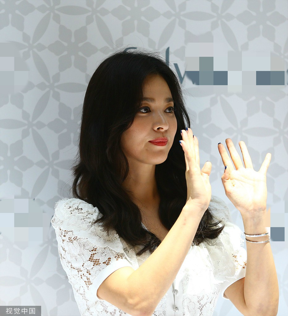 HOT: Song Hye Kyo lần đầu lộ diện sau vụ ly hôn ngàn tỷ, nhan sắc cực phẩm nhưng lại tiều tụy đến xót xa - Ảnh 14.