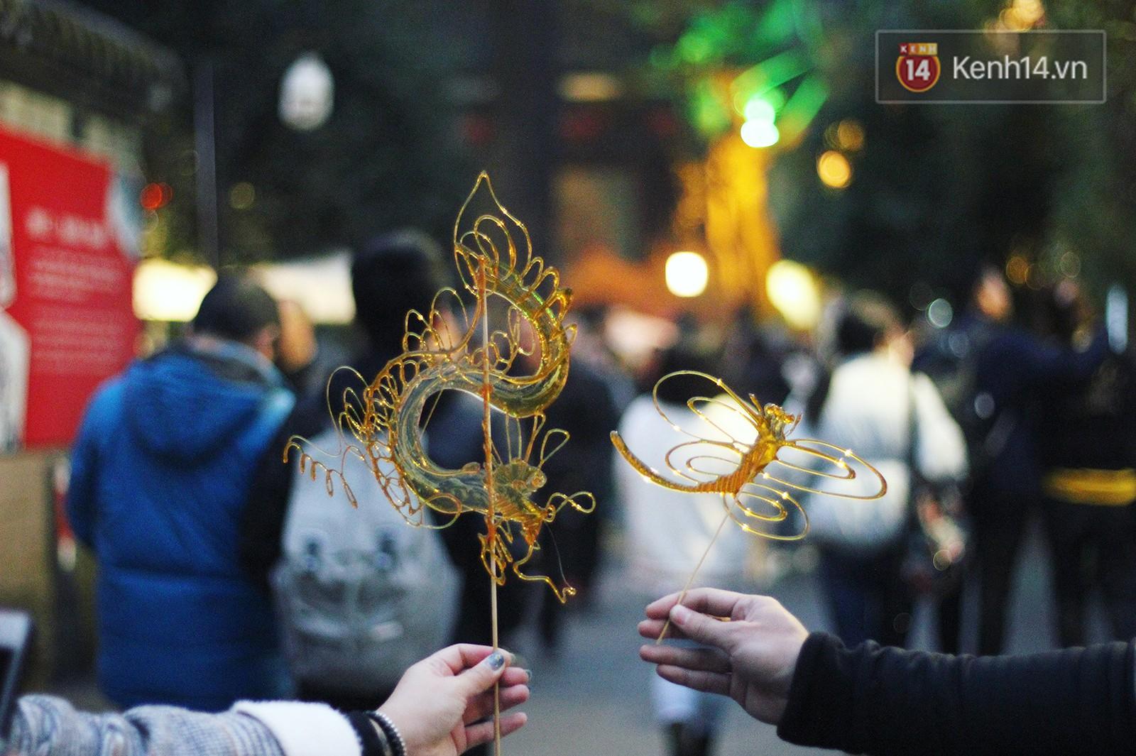 Vẽ rồng vẽ phượng chỉ từ... đường để tạo nên những chiếc kẹo ngọt ngào, ẩm thực Trung Quốc quả là tài tình - Ảnh 6.