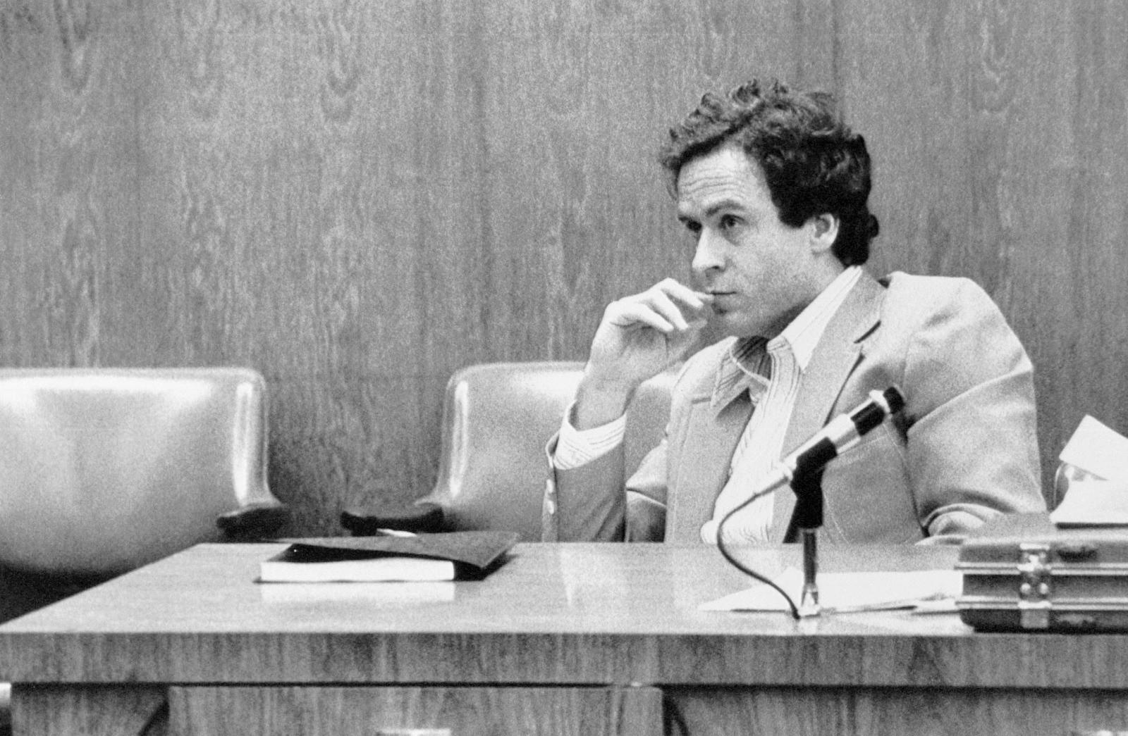 Ted Bundy: Đằng sau vẻ đẹp trai của sinh viên luật tài hoa là tên sát nhân khét tiếng, giết hơn 30 cô gái có ngoại hình giống bạn gái cũ - Ảnh 6.