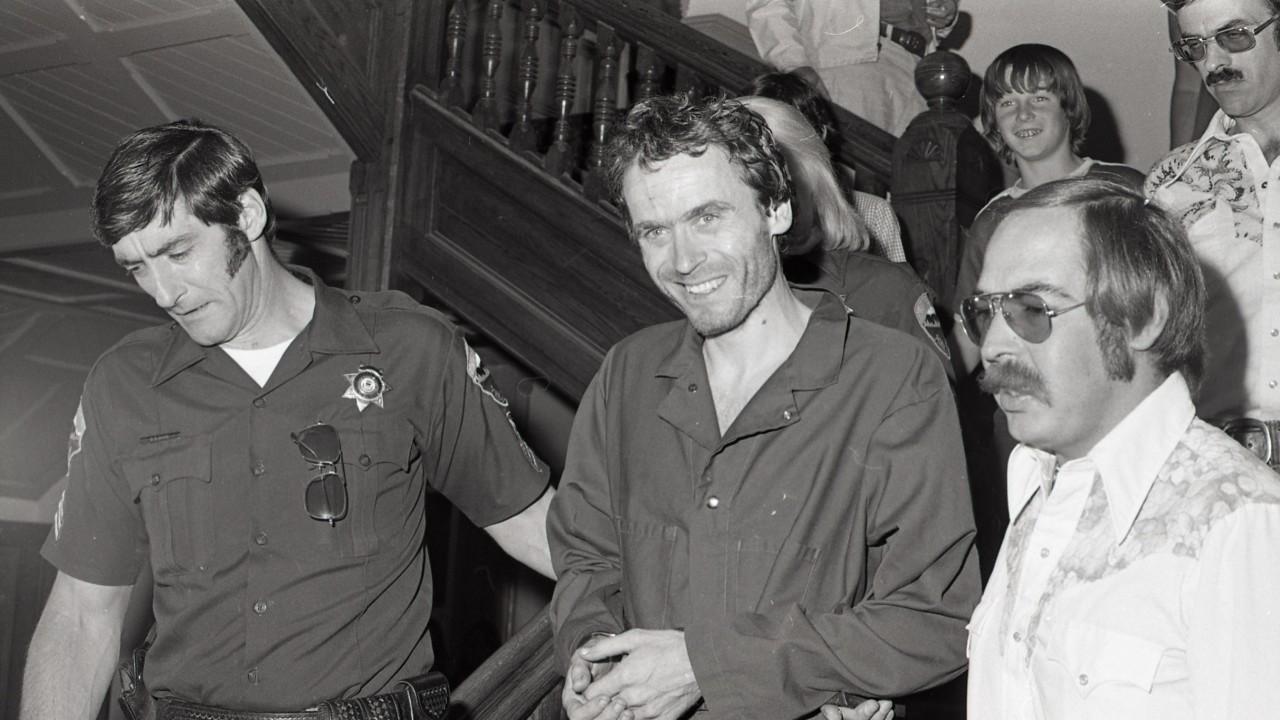 Ted Bundy: Đằng sau vẻ đẹp trai của sinh viên luật tài hoa là tên sát nhân khét tiếng, giết hơn 30 cô gái có ngoại hình giống bạn gái cũ - Ảnh 9.