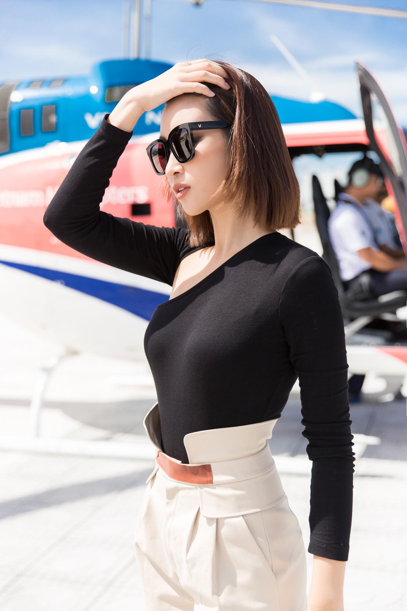 Sau tin đồn có bạn trai, Đỗ Mỹ Linh tươi tắn xuất hiện đồng hành cùng thí sinh Miss World Việt trước đêm thi quan trọng - Ảnh 3.