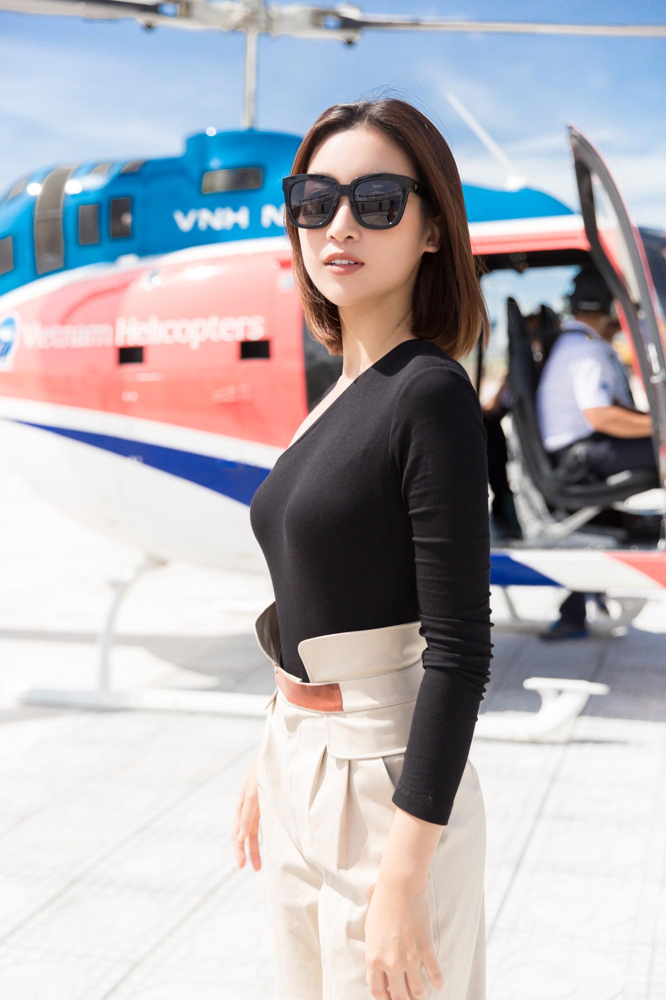Sau tin đồn có bạn trai, Đỗ Mỹ Linh tươi tắn xuất hiện đồng hành cùng thí sinh Miss World Việt trước đêm thi quan trọng - Ảnh 2.