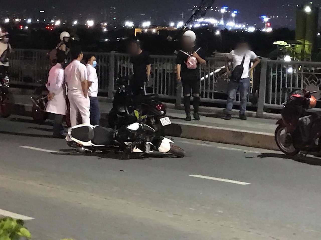 TP.HCM: Đôi nam nữ điều khiển xe phân khối lớn tông cụ ông nhặt ve chai tử vong trên cầu Thủ Thiêm - Ảnh 1.