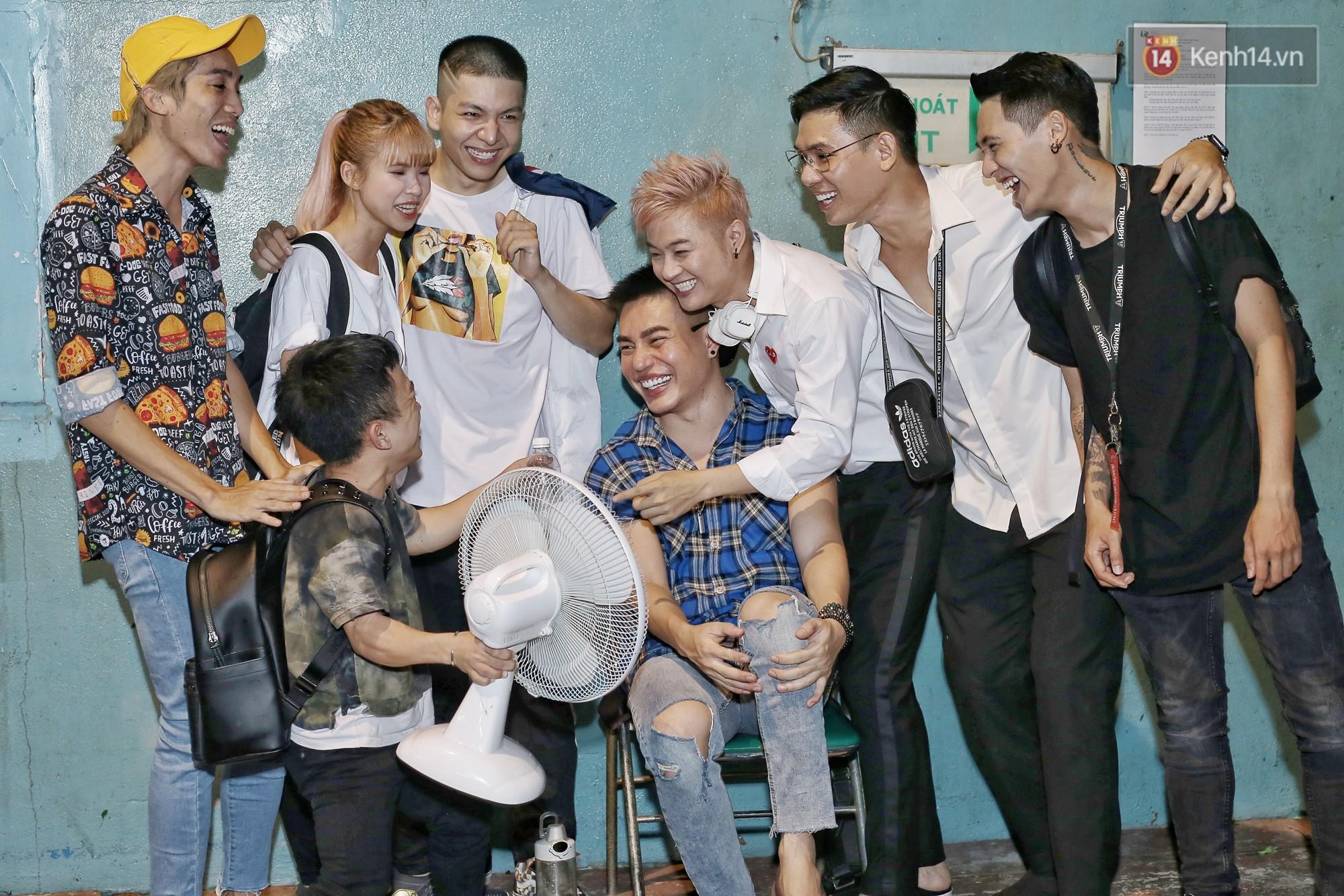 Hoài Lâm chính thức lộ diện sau nửa năm giải nghệ, cùng vợ chồng Khởi My tập luyện trước thềm liveshow Hoài Linh - Ảnh 6.